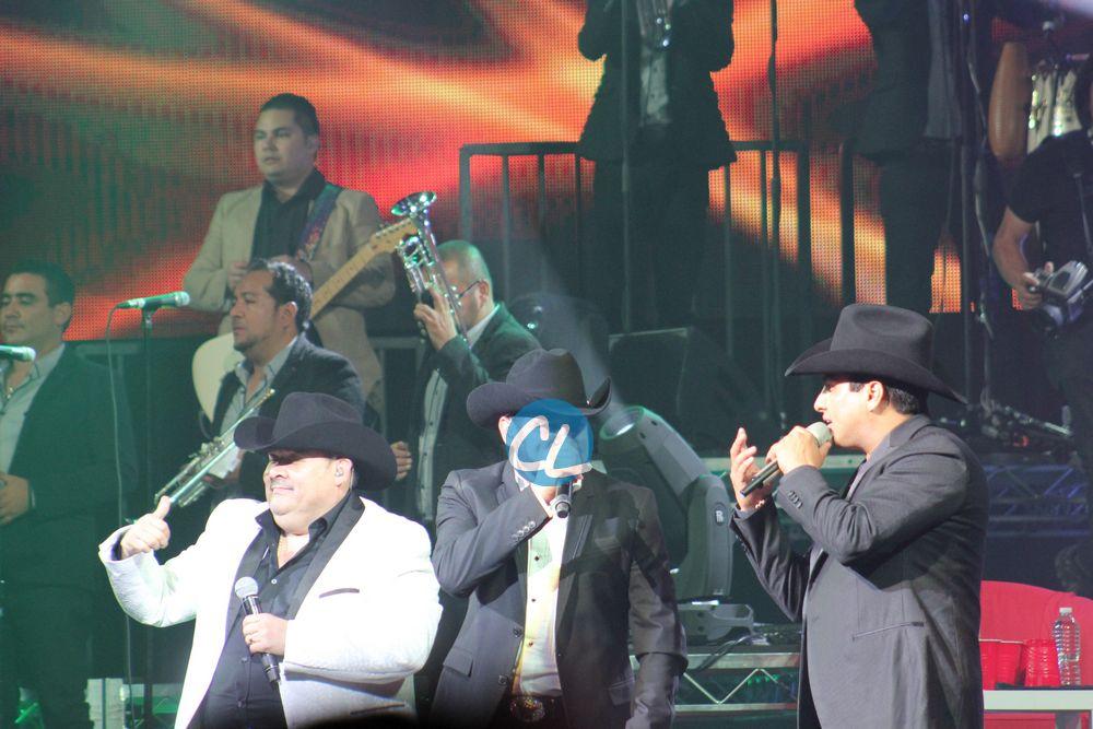 El Coyote, Pancho Barrazao y Julion Alvarez en el concierto de Julion Alvarez en Madison Square Garden 7/30/2016