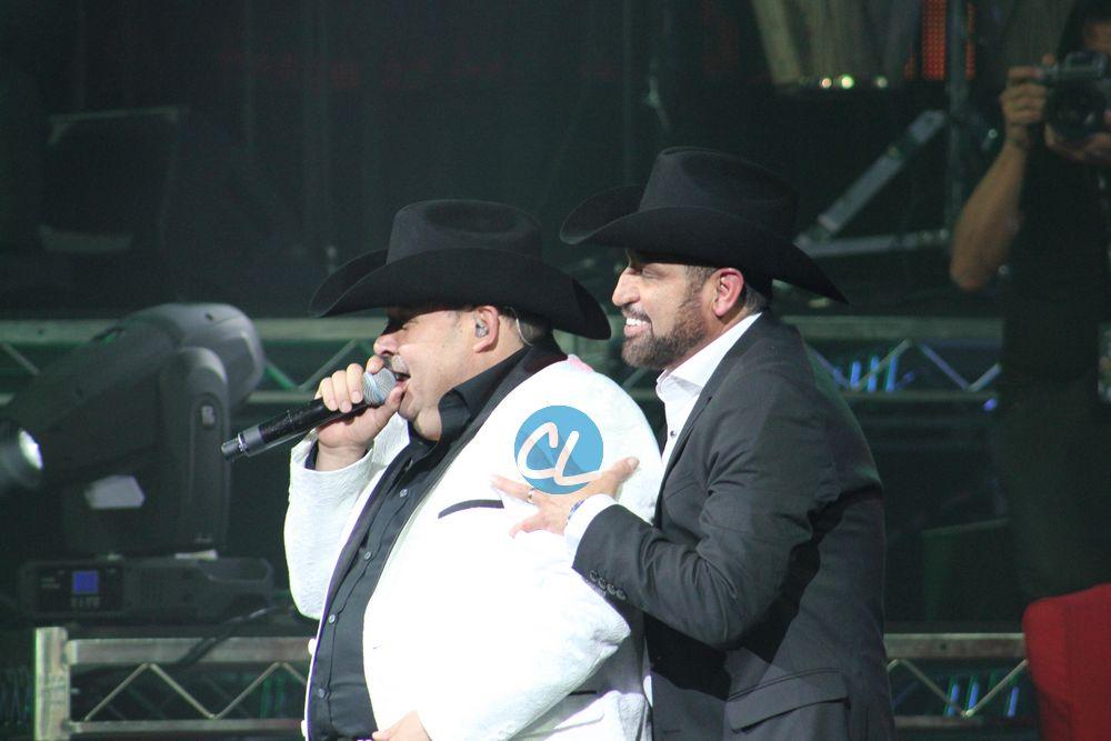 El Coyote y Pancho Barrazao en el concierto de Julion Alvarez en Madison Square Garden 7/30/2016